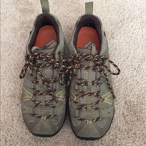 Women's Merrell hiking shoe. Size: 7.5